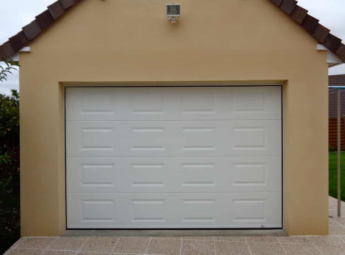 porte de garage s'arrete